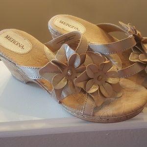 MERONA size 10 Gold Flower Sandals